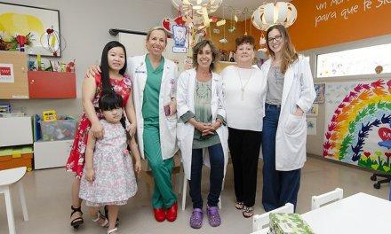 El Hospital Gregorio Marañón devuelve el rostro a una niña vietnamita al extirparle un tumor vascular gigante