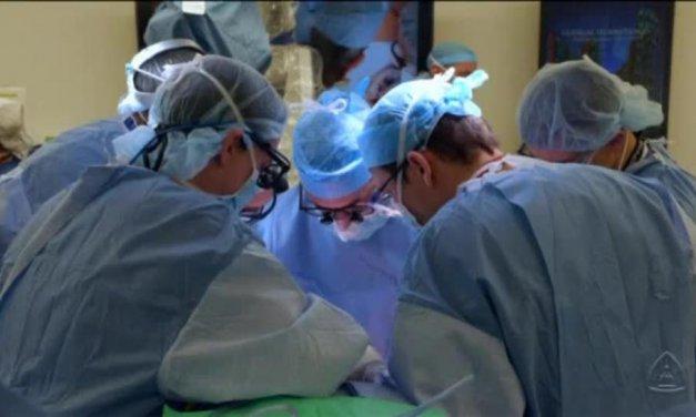 Un soldado herido recibe el primer trasplante de pene y escroto
