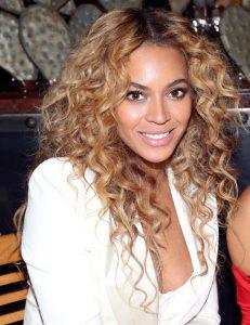 La cantante Beyoncé es un claro ejemplo de punta nasal ancha