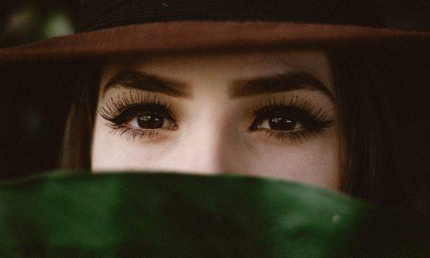 ¿Quieres unas cejas más frondosas? ¡Apuesta por el microinjerto!