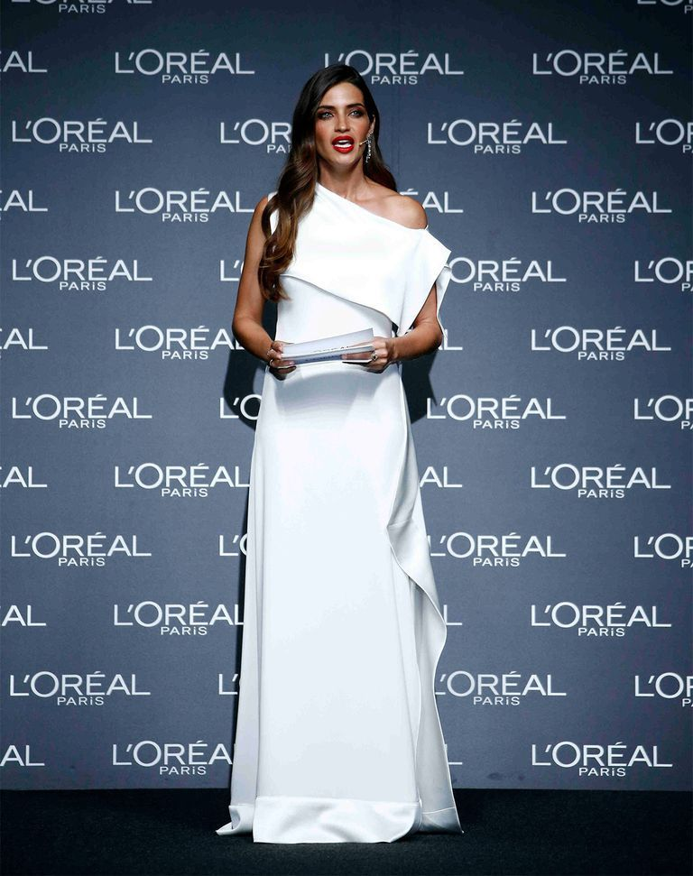 sara carbonero vestido novia premios loreal   Pinterest